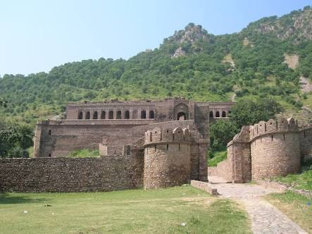bhangarh fort enterance