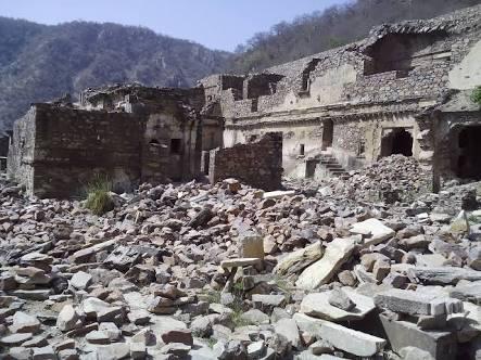 Abandoned fort bhangarh